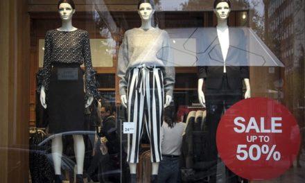 Νέα «εποχή» στο εμπόριο: Πώς θα δοκιμάζουμε τα ρούχα στα καταστήματα