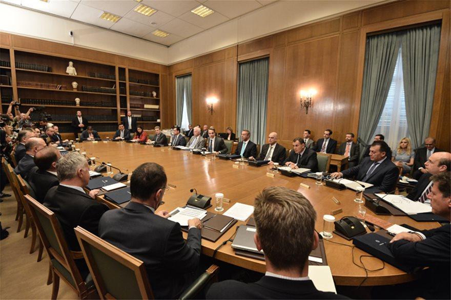 Λήψη από το Ελληνικό Υπουργικό Συμβούλιο, με όλα τα υπουργικά στελέχη