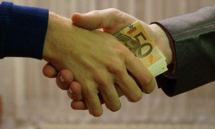 Πολιτική διαφθορά: όταν ο πολιτικός μηχανισμός διαβρώνεται εκ των έσω