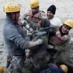 «Είμαι ζωντανός» : το video με την απίθανη στιγμή διάσωσης εργάτη στα Ιμαλάια