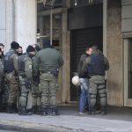 Αστυνομικός αυτοπυροβολήθηκε κατά λάθος στα γραφεία του ΠΑΣΟΚ