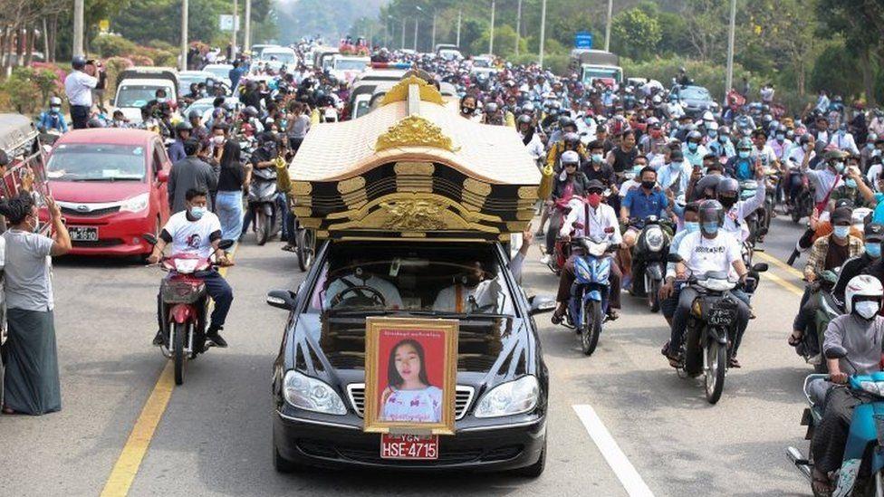 Κηδεία μιας από τις δολοφονημένες γυναίκες στην Μυανμάρ