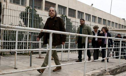 Σταματάει την απεργία πείνας ο Δ. Κουφοντίνας.