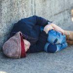 «Με παπούτσια χαλασμένα , με αισθήματα κουρέλια τριγυρνάνε άσκοπα στους δρόμους…»