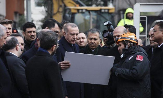 Τι σχεδιάζει ο Ερντογάν στα Στενά;