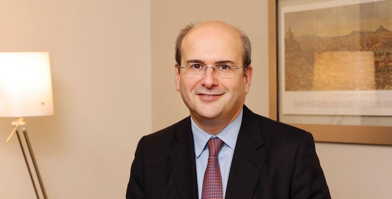 Ο νυν Υπουργός Εργασίας, Κωστής Χατζιδάκης
